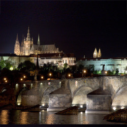 Prague_by_night325x